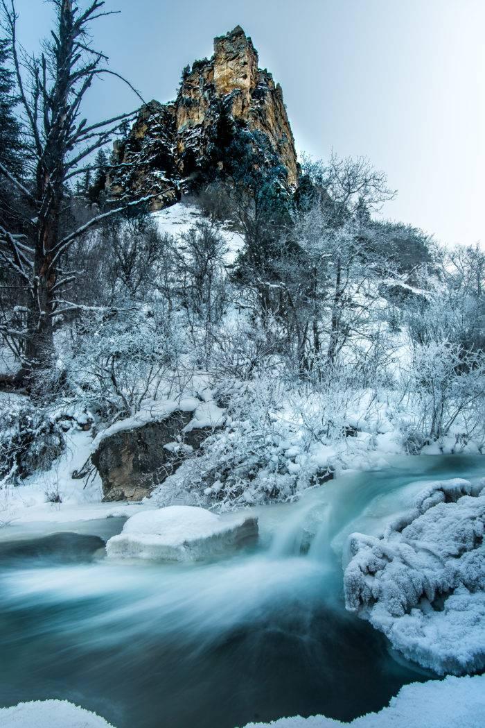 Snowy morning along Palisades Creek.