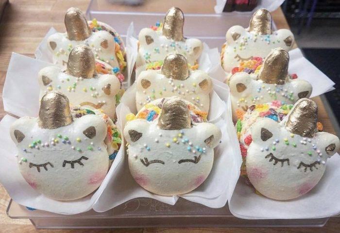 unicorn shaped macaroons