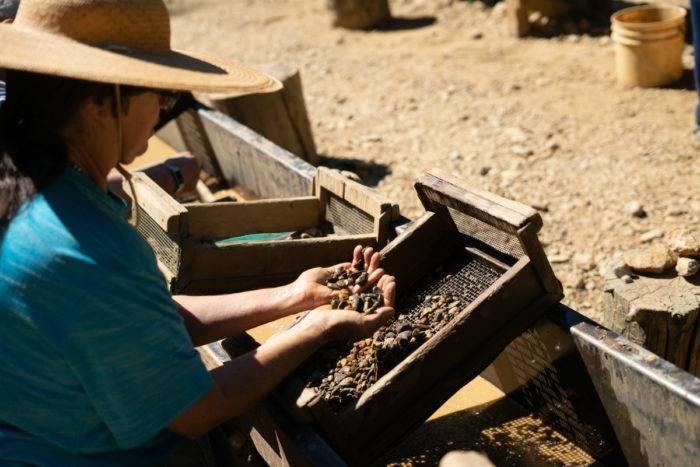 digging for garnets