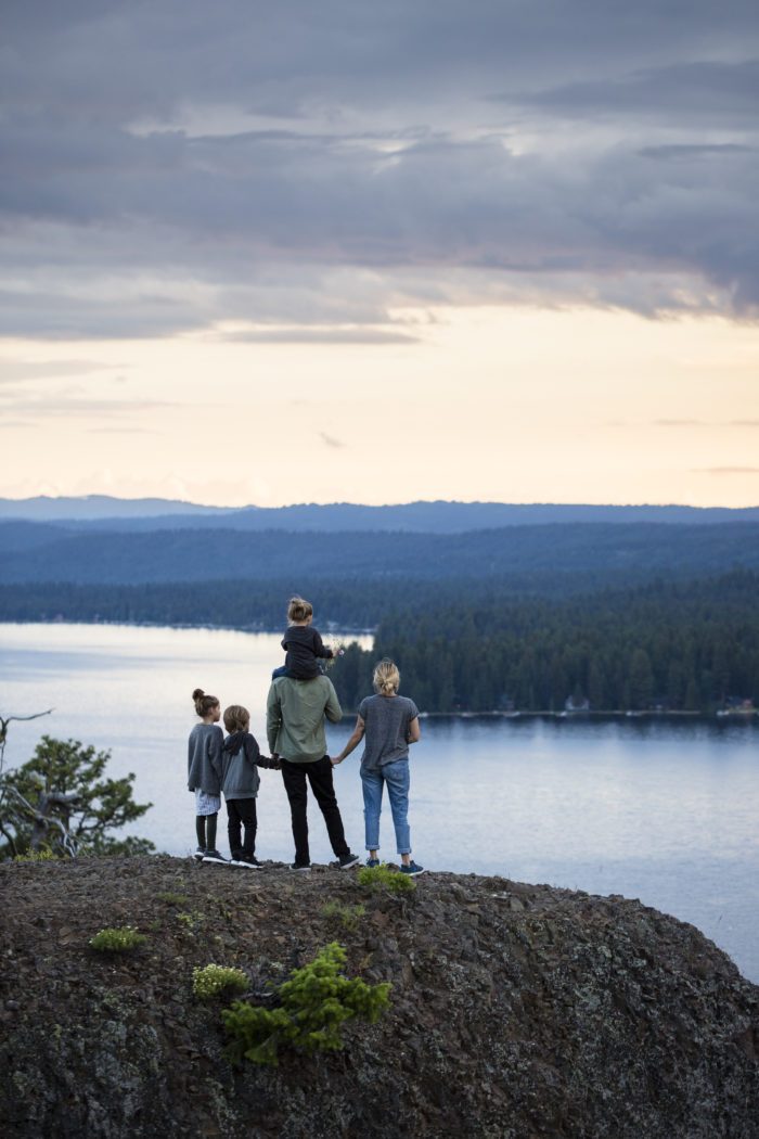 A family admiring the view from Osprey Point in Ponderosa State Park.