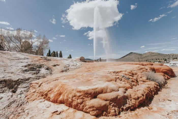 soda springs geyser erupting