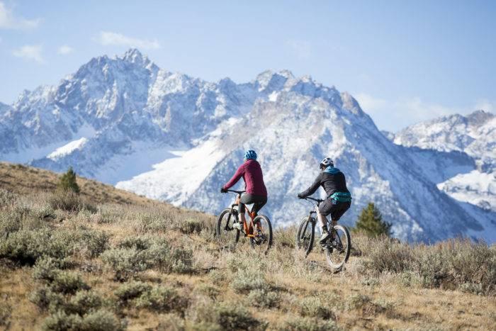 couple biking marshall ridge