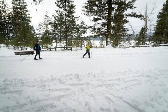 people cross country skiing