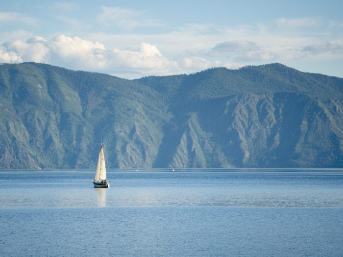 Sailing on smooth waters of Lake Pend Orielle. Photo Credit: Idaho Tourism.