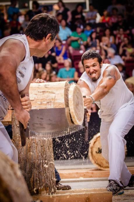 men cutting a log at sports night during jaialdi