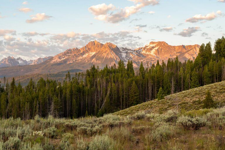 scenic shot of Sawtooth Mountains