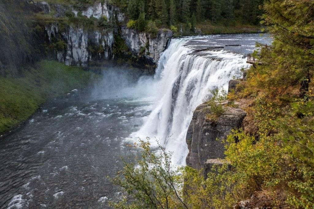 mesa falls waterfall from overlook
