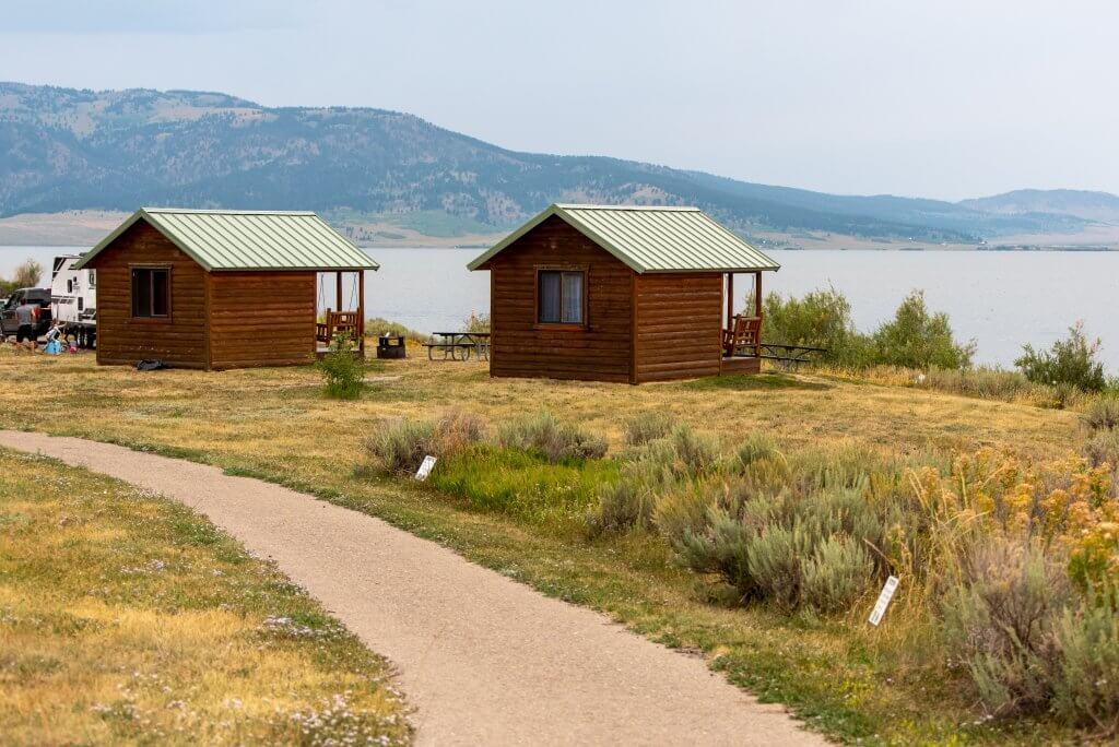 rustic cabins with view of lake